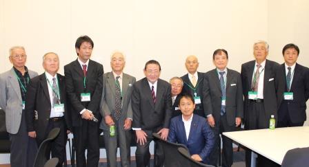 ▲講演後に山崎先生(左から5人目)を囲んで